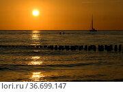 Sonnenuntergang, Segelboot. Стоковое фото, фотограф Zoonar.com/Manfred Ruckszio / age Fotostock / Фотобанк Лори