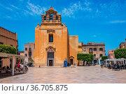 FAVIGNANA, ITALY - 16 JUNE, 2019: Church in Madrice Square in the... Стоковое фото, фотограф Zoonar.com/fabio lotti / easy Fotostock / Фотобанк Лори