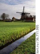Windmill De Hersteller at Sintjohannesga in the municipality De Friese... Стоковое фото, фотограф Zoonar.com/John Stuij / easy Fotostock / Фотобанк Лори