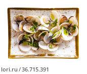Japanese steamed clams with butter, sake, mirin and scallion. Стоковое фото, фотограф Яков Филимонов / Фотобанк Лори