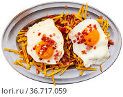 Scrambled eggs with bacon and french fries. Стоковое фото, фотограф Яков Филимонов / Фотобанк Лори