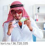 Arab dentist working on new teeth implant. Стоковое фото, фотограф Elnur / Фотобанк Лори