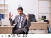 Young male employee working in the office. Стоковое фото, фотограф Elnur / Фотобанк Лори