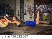 Levitationphotographie - junge Frau im Schwebezustand in verlassener... Стоковое фото, фотограф Zoonar.com/Hans Eder / easy Fotostock / Фотобанк Лори