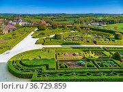 Chateau de Hautefort, France. View of the castle garden and surroundings... Стоковое фото, фотограф Zoonar.com/Boris Breytman / easy Fotostock / Фотобанк Лори