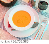 Traditional Andalusian vegetable soup puree gazpacho with olive oil. Стоковое фото, фотограф Яков Филимонов / Фотобанк Лори