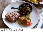 Braised tuna fillet with vegetables. Стоковое фото, фотограф Яков Филимонов / Фотобанк Лори