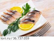 Fillet herring with dill and lemon. Стоковое фото, фотограф Яков Филимонов / Фотобанк Лори