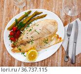 Roasted perch fish fillet with pickled vegetables. Стоковое фото, фотограф Яков Филимонов / Фотобанк Лори