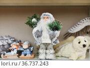 Santa claus with gifts on the shop counter. Стоковое фото, фотограф Ирина Аринина / Фотобанк Лори