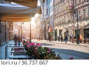 Дома и кафе на улице Мясницкой в Москве. Редакционное фото, фотограф Baturina Yuliya / Фотобанк Лори