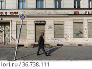 """""""Berlin, Germany, Vacant building with a closed store in the Moabit district of Mitte, Germany"""" (2014 год). Редакционное фото, агентство Caro Photoagency / Фотобанк Лори"""