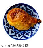 Fresh samsa with mutton served with portion of laghman. Стоковое фото, фотограф Яков Филимонов / Фотобанк Лори