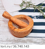 Olive Wood Mortar and Pestle and Sprig of Rosemary Herbs. Стоковое фото, фотограф Zoonar.com/Marko Beric / easy Fotostock / Фотобанк Лори