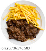 Sliced beef stew with gravy and potatoes closeup. Стоковое фото, фотограф Яков Филимонов / Фотобанк Лори