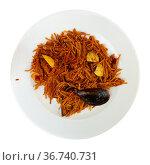 Paella with fideua, pasta noodles and seafood. Стоковое фото, фотограф Яков Филимонов / Фотобанк Лори