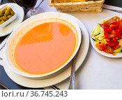 Spanish tomato soup Gazpacho. Стоковое фото, фотограф Яков Филимонов / Фотобанк Лори