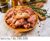 Chicken wings pickled for grilling. Стоковое фото, фотограф Яков Филимонов / Фотобанк Лори