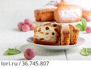 Slices of homemade cake with raisins. Стоковое фото, фотограф Марина Сапрунова / Фотобанк Лори