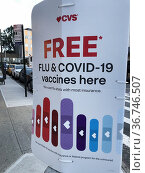 Free Flu and Covid-19 vaccine shots available sign, CVS, Queens, ... Редакционное фото, фотограф Lindsey Nicholson/Universal Images Group / age Fotostock / Фотобанк Лори
