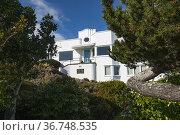 Art deco house in Oak Bay, BC, near Victoria. Стоковое фото, фотограф Douglas Williams / age Fotostock / Фотобанк Лори