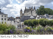 Stadtansicht mit dem Schloss und Logis Royal in Loches, Loire-Tal... Стоковое фото, фотограф Peter Schickert / age Fotostock / Фотобанк Лори
