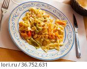 Pasta with shrimps and seafood. Стоковое фото, фотограф Яков Филимонов / Фотобанк Лори