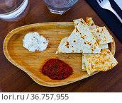 Toasted flatbread with spicy tomato sauce and garlic tomeya sauce. Стоковое фото, фотограф Яков Филимонов / Фотобанк Лори