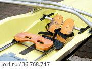 Die Nahaufnahme der Sitze eines Ruderbootes beim Rudersport. Стоковое фото, фотограф Zoonar.com/Bastian Kienitz / easy Fotostock / Фотобанк Лори