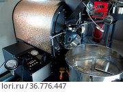 Coffee roaster machine at coffee roasting process. Стоковое фото, фотограф Zoonar.com/Max / easy Fotostock / Фотобанк Лори