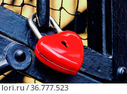 Schloss als Herz - padlock heart 02. Стоковое фото, фотограф Zoonar.com/Liane Matrisch / easy Fotostock / Фотобанк Лори