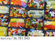 Mix of sliced fruits in plastic package. Стоковое фото, фотограф Яков Филимонов / Фотобанк Лори
