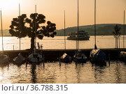Yachthafen, Rapperswil, Kanton St. GallenSchweiz/Rapperswil, Canton... Стоковое фото, фотограф Zoonar.com/Günter Lenz / age Fotostock / Фотобанк Лори