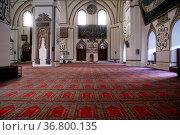 Columns inside mosque Eski Jami in Bursa, Turkey. Стоковое фото, фотограф Zoonar.com/Valeriy Shanin / age Fotostock / Фотобанк Лори