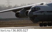 IL-76 Russian heavy military aircraft. Редакционное видео, видеограф Игорь Жоров / Фотобанк Лори