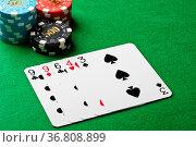 Ein paar im poker Spiel. Стоковое фото, фотограф Zoonar.com/Ulrich Schade / easy Fotostock / Фотобанк Лори