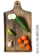 Fresh vegetables on the vintage cutting board. Стоковое фото, фотограф Zoonar.com/Yury Zap / easy Fotostock / Фотобанк Лори
