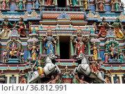 Bunte hinduistische Goetterfiguren an der Aussenfassade eines Tempels... Стоковое фото, фотограф Zoonar.com/Uwe Bauch / easy Fotostock / Фотобанк Лори