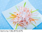 Close up of tasty dish of fresh vsalad with carrots, garlic and greek yogurt. Стоковое фото, фотограф Яков Филимонов / Фотобанк Лори