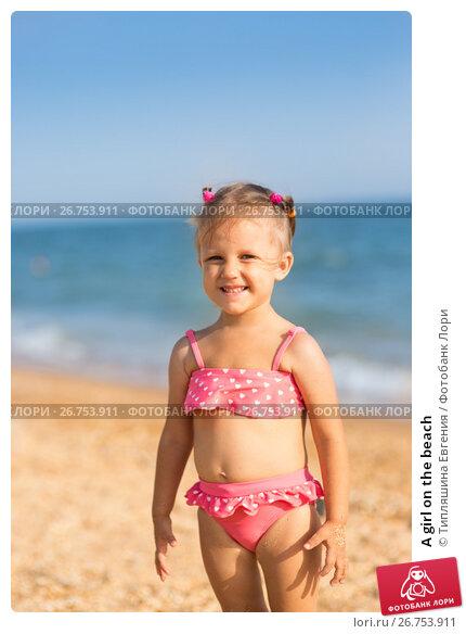 Купить «A girl on the beach», фото № 26753911, снято 28 июля 2017 г. (c) Типляшина Евгения / Фотобанк Лори
