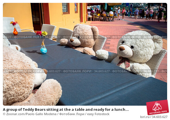 A group of Teddy Bears sitting at the a table and ready for a lunch... Стоковое фото, фотограф Zoonar.com/Paolo Gallo Modena / easy Fotostock / Фотобанк Лори