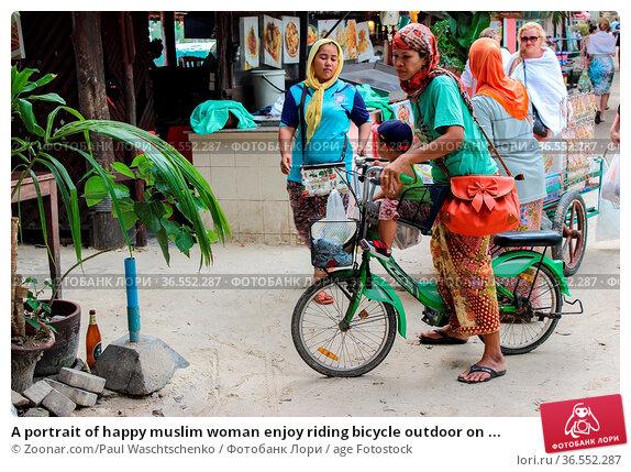 A portrait of happy muslim woman enjoy riding bicycle outdoor on ... Стоковое фото, фотограф Zoonar.com/Paul Waschtschenko / age Fotostock / Фотобанк Лори
