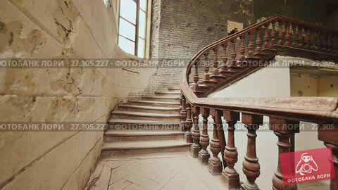 Купить «A staircase with wooden railing in an abandoned architectural building. The legacy of past architectural times. Handrail stairs made of dark wood. Shooting in motion with electronic stabilization.», видеоролик № 27305227, снято 29 октября 2017 г. (c) Mikhail Davidovich / Фотобанк Лори