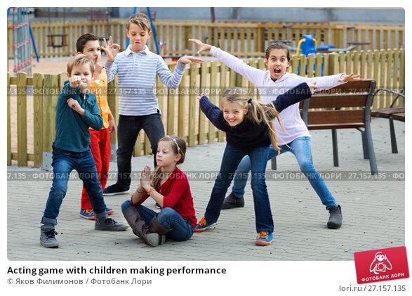 Купить «Acting game with children making performance», фото № 27157135, снято 22 мая 2020 г. (c) Яков Филимонов / Фотобанк Лори