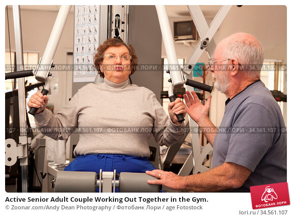 Active Senior Adult Couple Working Out Together in the Gym. Стоковое фото, фотограф Zoonar.com/Andy Dean Photography / age Fotostock / Фотобанк Лори