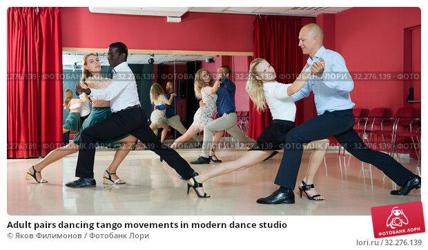 Купить «Adult pairs dancing tango movements in modern dance studio», фото № 32276139, снято 4 октября 2018 г. (c) Яков Филимонов / Фотобанк Лори