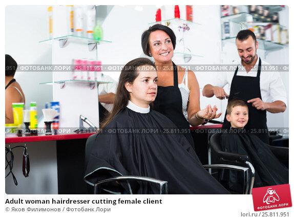 Купить «Adult woman hairdresser cutting female client», фото № 25811951, снято 4 апреля 2019 г. (c) Яков Филимонов / Фотобанк Лори
