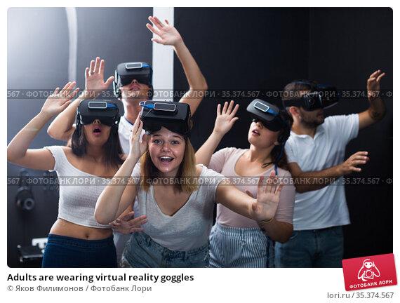 Adults are wearing virtual reality goggles. Стоковое фото, фотограф Яков Филимонов / Фотобанк Лори