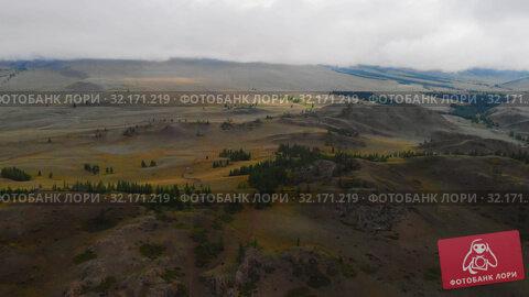 Купить «Aerial video of the Kurai steppe», видеоролик № 32171219, снято 11 сентября 2019 г. (c) Jan Jack Russo Media / Фотобанк Лори