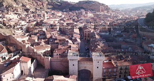 Купить «Aerial view of medieval Spanish town of Daroca with gate Puerta Baja on main city street», видеоролик № 33045227, снято 10 марта 2019 г. (c) Яков Филимонов / Фотобанк Лори